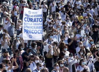 Migliaia i medici in piazza, mentre l'Ordine apre procedimenti