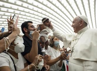 In Vaticano non chiedono il pass (e neanche la coerenza)