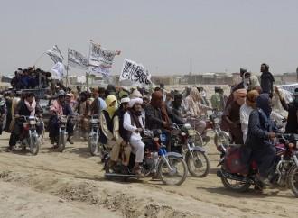 L'Afghanistan abbandonato nelle mani dei Talebani