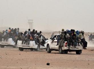 Una nuova missione di soccorso salva 80 emigranti illegali abbandonati nel deserto africano