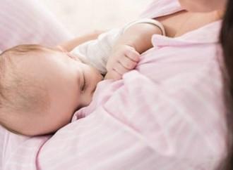 L'assurda guerra trans all'allattamento al seno