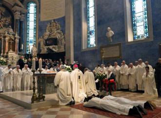 Diminuisce il numero dei sacerdoti nel mondo