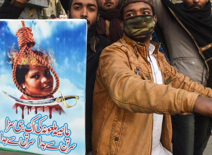 Manifestazione islamista per impiccare Asia Bibi