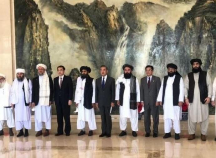 Talebani in Cina a colloquio con Wang Yi