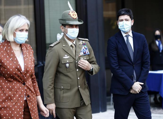 Il direttore generale di Confindustria Francesca Mariotti con il gen. Figliuolo e il ministro Speranza