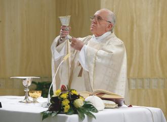 """Sul """"per molti"""" Francesco sta con Benedetto XVI"""