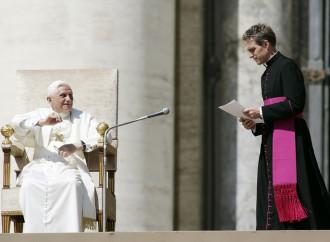 Abusi sessuali, Gaenswein: È l'11 settembre della Chiesa