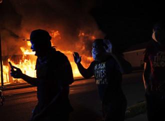 Usa: Kenosha in fiamme, l'inevitabile conclusione di tre mesi di anarchia