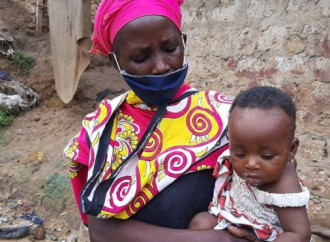 In Kenya una mamma mette a cuocere una pentola con acqua e pietre per illudere i figli che sia rimasto qualcosa da mangiare