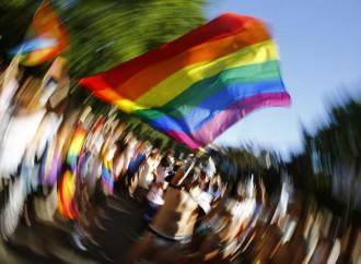 La perversione gay dilaga con la scusa dell'omofobia