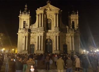 Messe sospese: i francesi si oppongono cantando