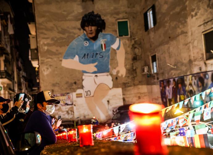 Napoli in lutto per Maradona