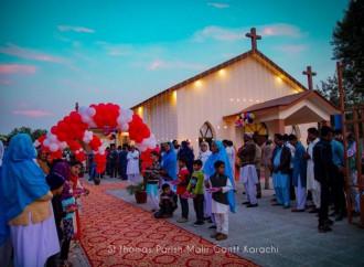 L'esercito restaura una chiesa cattolica in Pakistan