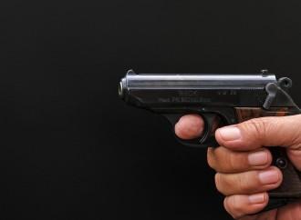 La pistola fa scalpore solo se a sparare è il leghista