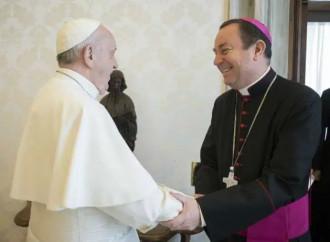 """Chiesto l'arresto di Zanchetta, il vescovo """"rifugiato"""" dal Papa"""