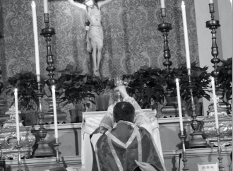"""""""Non serve"""": vescovi francesi contro la Messa in latino"""