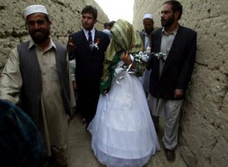 Aumento di violenze domestiche, spose-bimbe e lavoro minorile